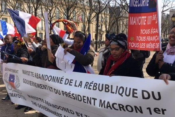 Manifestation à Paris contre l'insécurité à Mayotte