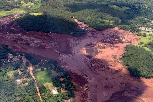 Brésil : rupture du barrage minier Vale et marée de boue s'est écoulée du barrage