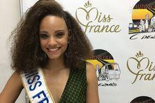 Alicia Ayliès Miss France 2017  en séance de dédicaces le 13 juillet 2017