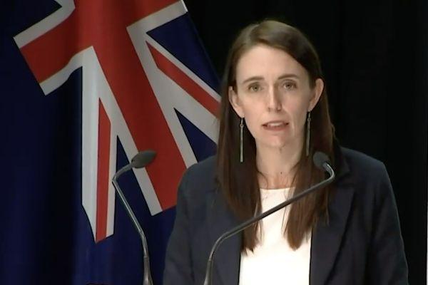 Jacinda Ardern a annoncé la nouvelle lors d'une conférence de presse, vendredi après-midi.