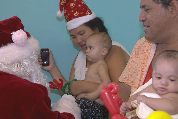 Les pédiatres sont au petits soins pour les enfants hospitalisés