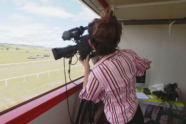 Une caméra fixe est placée en tribune pour juger l'arrivée