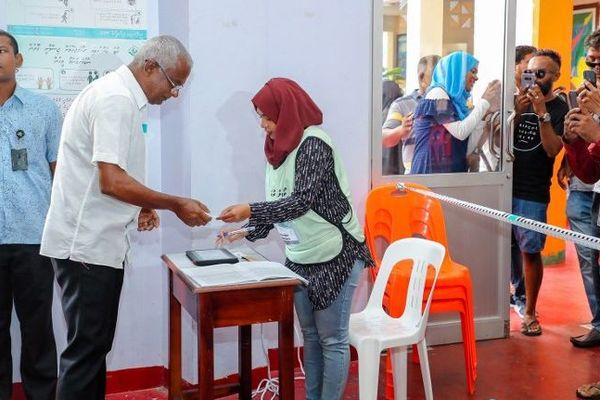Les bureaux de vote ouverts aux Maldives