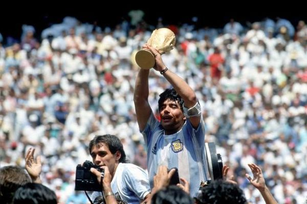 Le monde du football pleure la mort de Maradona