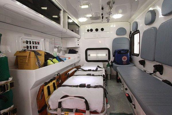 intérieur d'une ambulance .jpeg