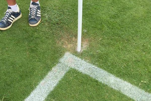 Les lignes du terrain de Numa Daly ne coïncident pas avec les poteaux de corners : deux matchs de Super Ligue annulés.