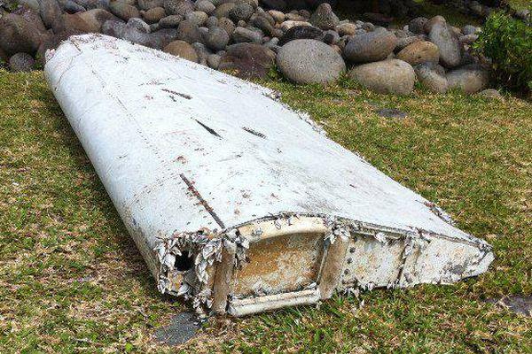 Débris d'avion retrouvé à la Réunion : un reste du vol MH370 ?