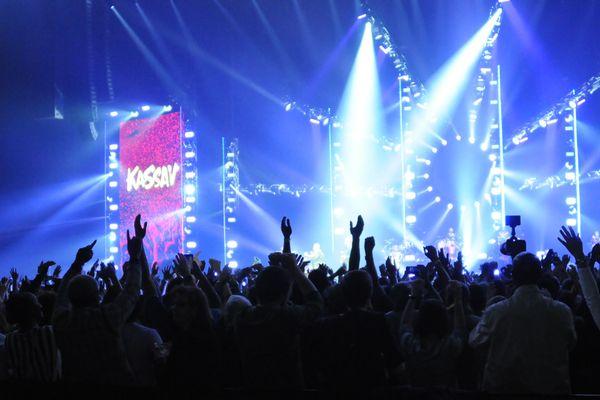 Kassav' sur la scène de Paris La Défense Arena