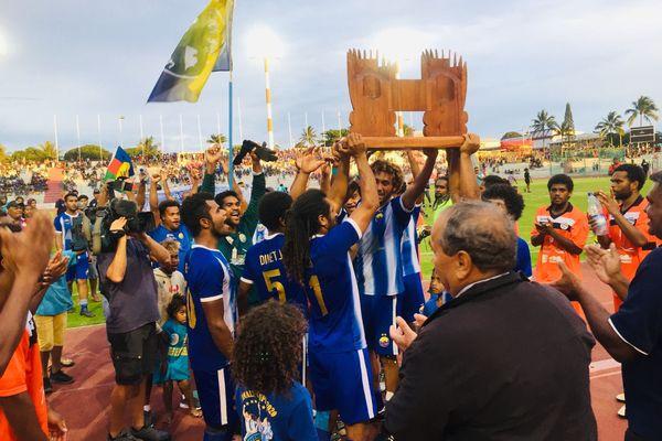 Football : finale de la coupe de Calédonie, 31 octobre 2020, trophée souevnir