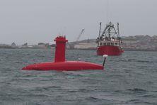 Le Drix est escorté par le navire de pêche Le Keravel