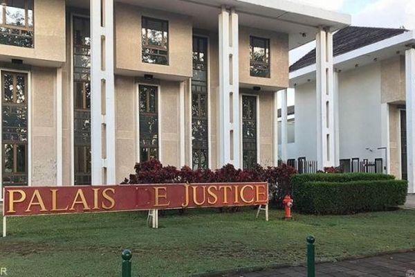 Le tribunal de Champ-Fleuri.