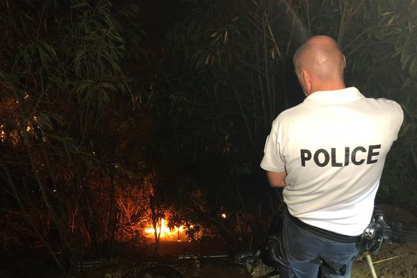 Important feu de végétation à Saint-François