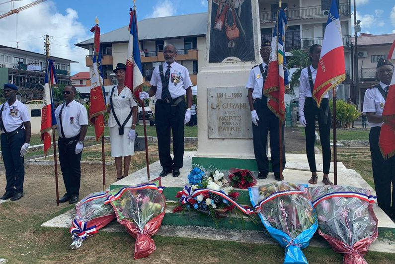 Cayenne : célébration de l'armistice du 11 novembre 1918, une cérémonie avec la participation active de jeunes Guyanais