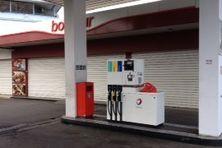 Comme six autres stations services de Tahiti, celle de l'avenue Prince Hinoi est fermée pour cause de grève depuis hier, jeudi 27 novembre.