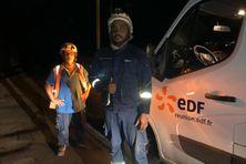 Tout au long de la nuit, les agents d'EDF ont été mobilisés pour tenter de réalimenter le réseau électrique après les dégâts occasionnés par la foudre.