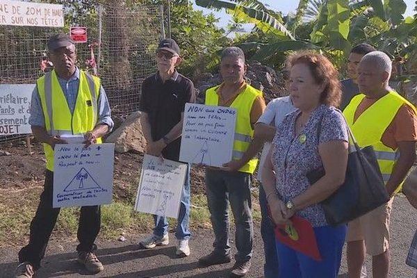 Plaine Saint-Paul riverains protestent contre antenne relais téléphonique 290619
