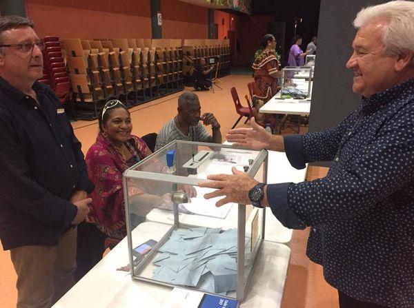 Vote deuxième second tour élections législatives bureau 4 dock Païta (18 juin 2017)