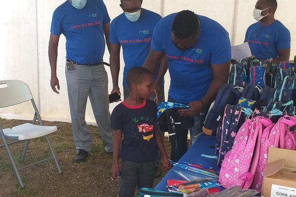 Cayenne : Distribution de fournitures scolaires