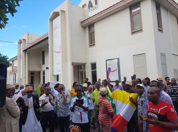 La diaspora a prié pour la paix dans l'Archipel