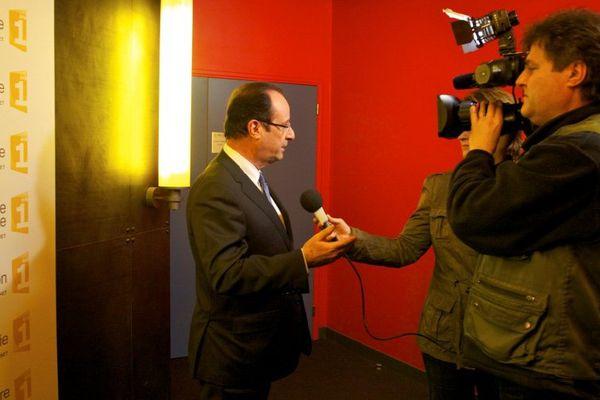 François Hollande, filmé par les équipes France Télévisions