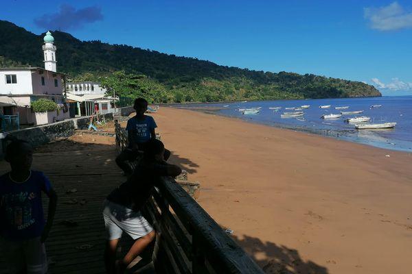 les enfants bord de mer à Mtsamboro