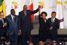 C'est le 30 novembre dernier au sommet de Dakar que Michaëlle Jean a été désignée pour succéder à Abdou Diouf (au centre sur la photo)