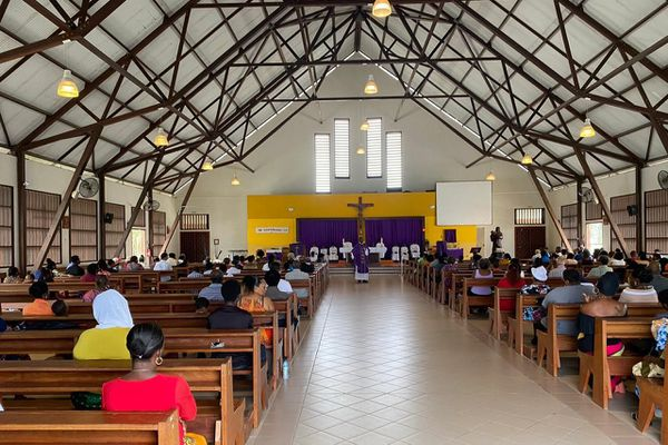 Fidèles à l'Eglise Bon Pasteur de Saint-Laurent du Maroni