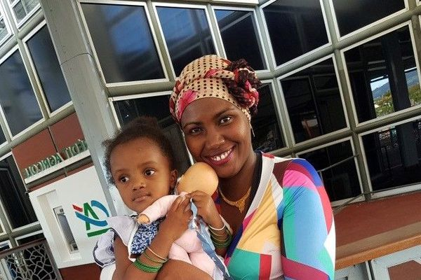 Dénouement heureux pour Haïra, la fillette bloquée à Mayotte est de retour à La Réunion