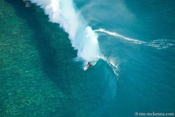 La vague de Teahupoo vue depuis un hélicoptère