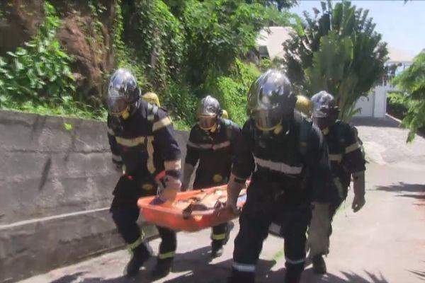 Les pompiers d'Uturoa sur la pente raide