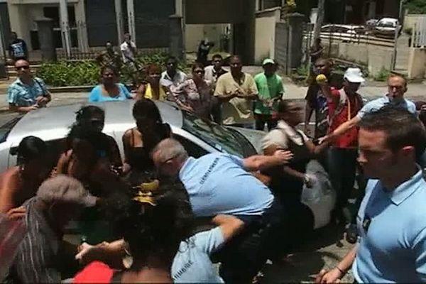 Pôle emploi de St-Benoît : Evacuation des manifestants