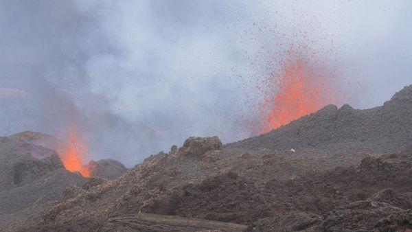 Eruption au 5 fev 2015 2