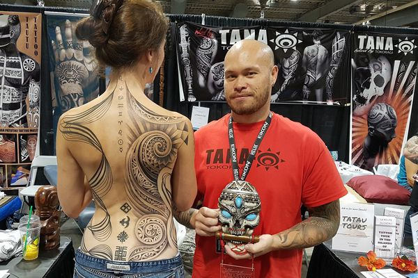 Tatouage Tana Tokoragi Gagne Un Prix Au Canada Polynesie La 1ere