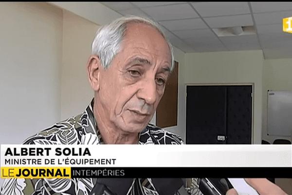 Albert Solia, ministre de l'équipement.