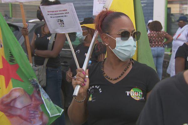 Trop Violans marche contre la violence