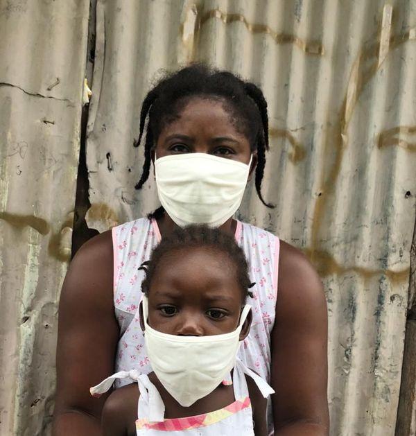 Un millier de masques donné aux habitants des quartiers pauvres de Kourou