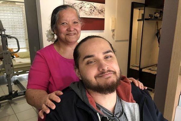 Levy Morris et sa grand-mère