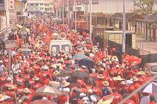 Plus de 20 000 manifestants pendant plusieurs jours lors de la grève de février 2009 dans les rues de Fort-de-France (Martinique).