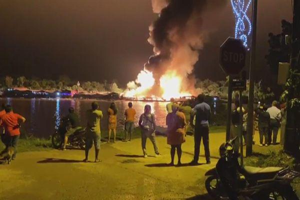 Un incendie a ravagé plusieurs magasins et habitations d'Albina 2