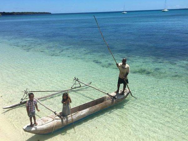 Benoît et sa famille rentrent régulièrement en Nouvelle-Calédonie et notamment à l' Îledes Pins