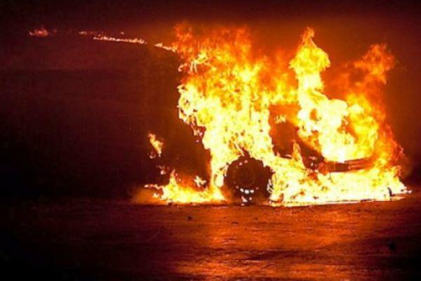 véhicules incendiés à Rurutu