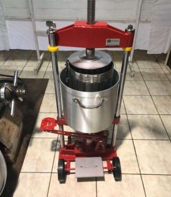Pressoir manuel pour extraire l'huile de la noix de coco