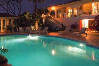 La villa Pamplemousse à Saint-Martin de nuit