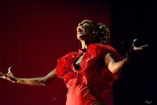 """Rita Ravier sur scène, invitée de Daniély Francisque, artiste comédienne martiniquaise (pièce """"Ladjablès"""" jouée à l'Atrium de Fort-de-France - janvier 2018)"""