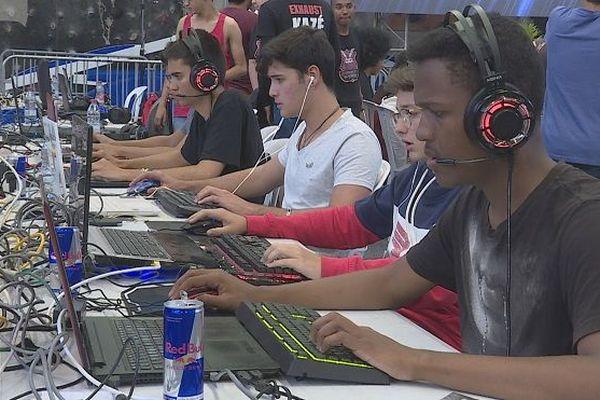 Au Port, un tournoi de jeux vidéo attire près de 500 joueurs