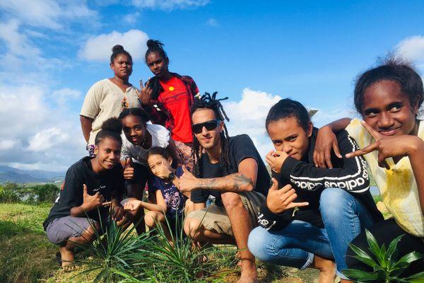 Des jeunes en immersion à N'De dans la commune de Païta