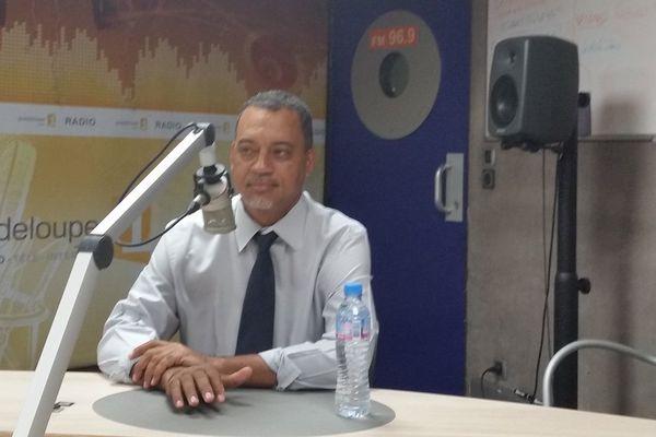 """POLITIQUE: Jocelyn Sapotille """"Victorin Lurel reste le leader socialiste en Guadeloupe"""""""