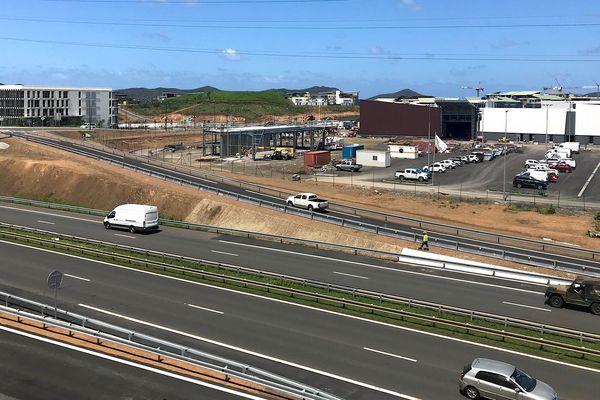 Ouverture des bretelles Nord de l'échangeur des Erudits (9 février 2018), Dumbéa-sur-Mer, voie expresse, hypermarché en construction