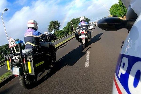 confinement contrôles routiers police moto saint-pierre 290420
