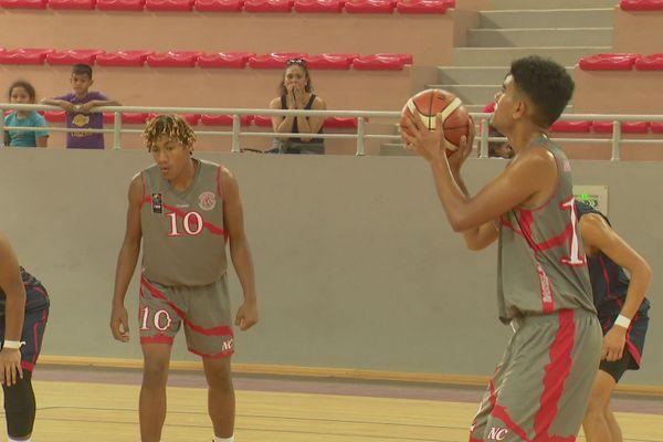 Yannick Fenuafanote et Brian Taputu, deux joueurs calédoniens en vue dans des Oceania U17 délicats.